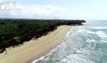 Comunitarios y autoridades de Cabarete enfrentados por acceso a Playa Encuentro